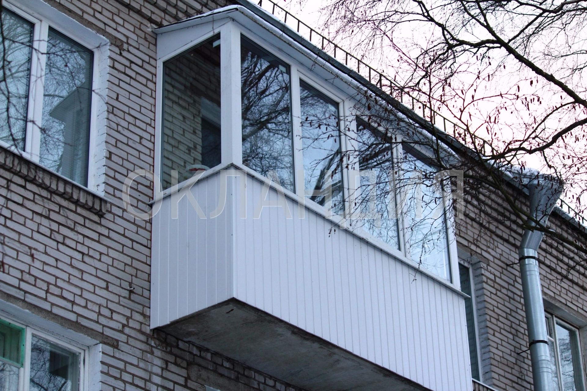 Крыша над балконом в пятиэтажной брежневке.