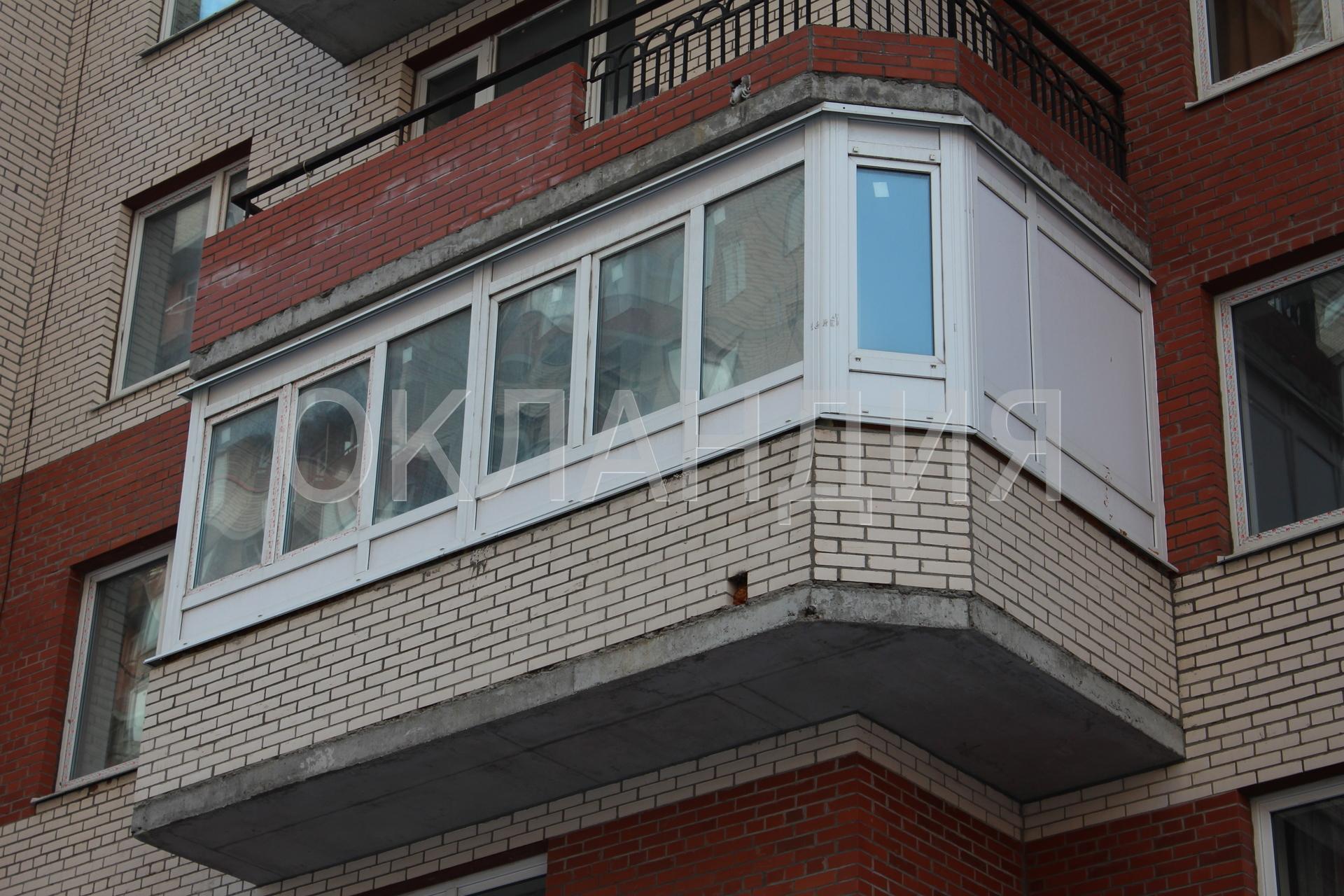Остекление пластиковыми окнами большого г-образного балкона.