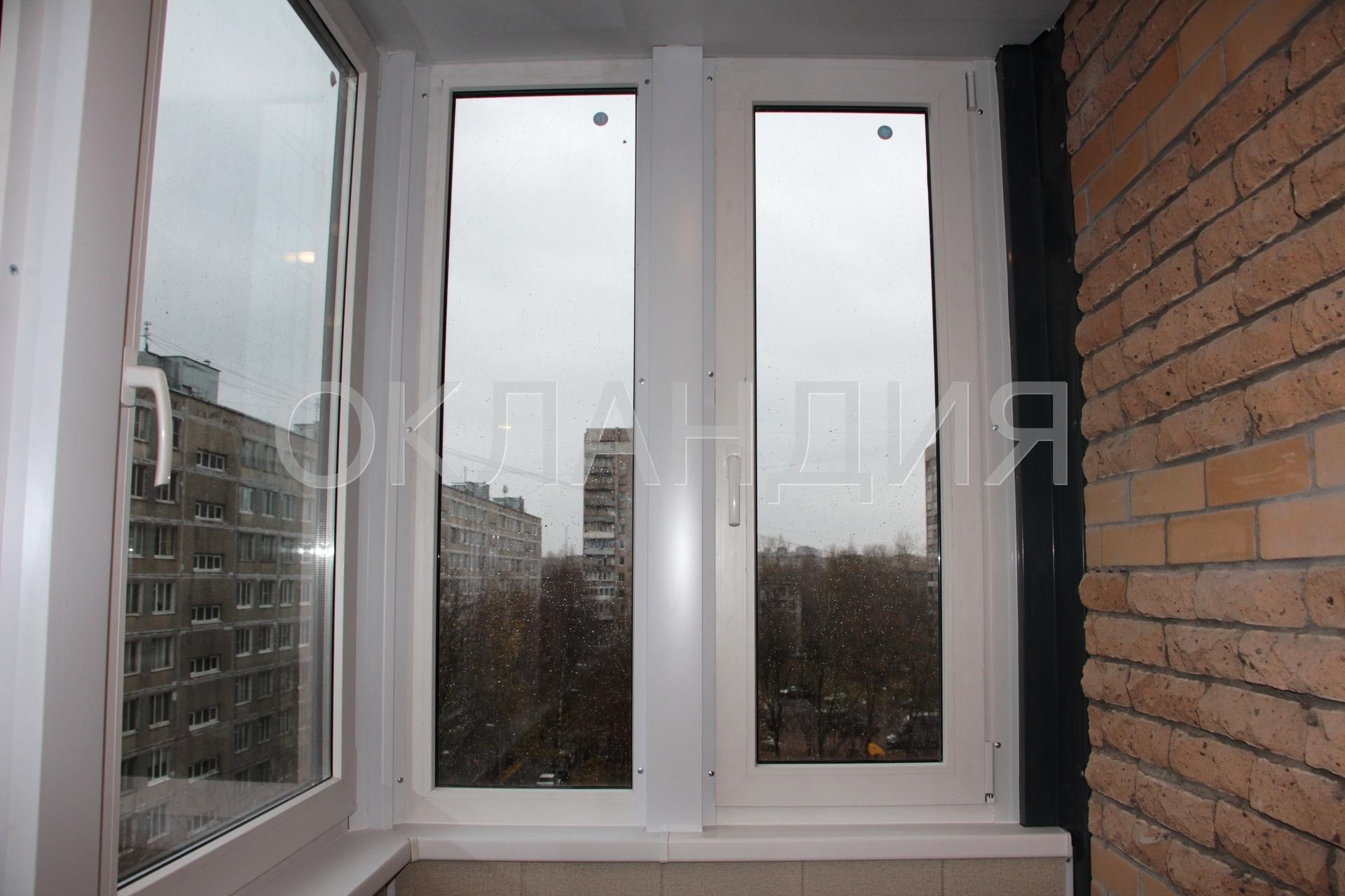 Окна на угловом балконе.