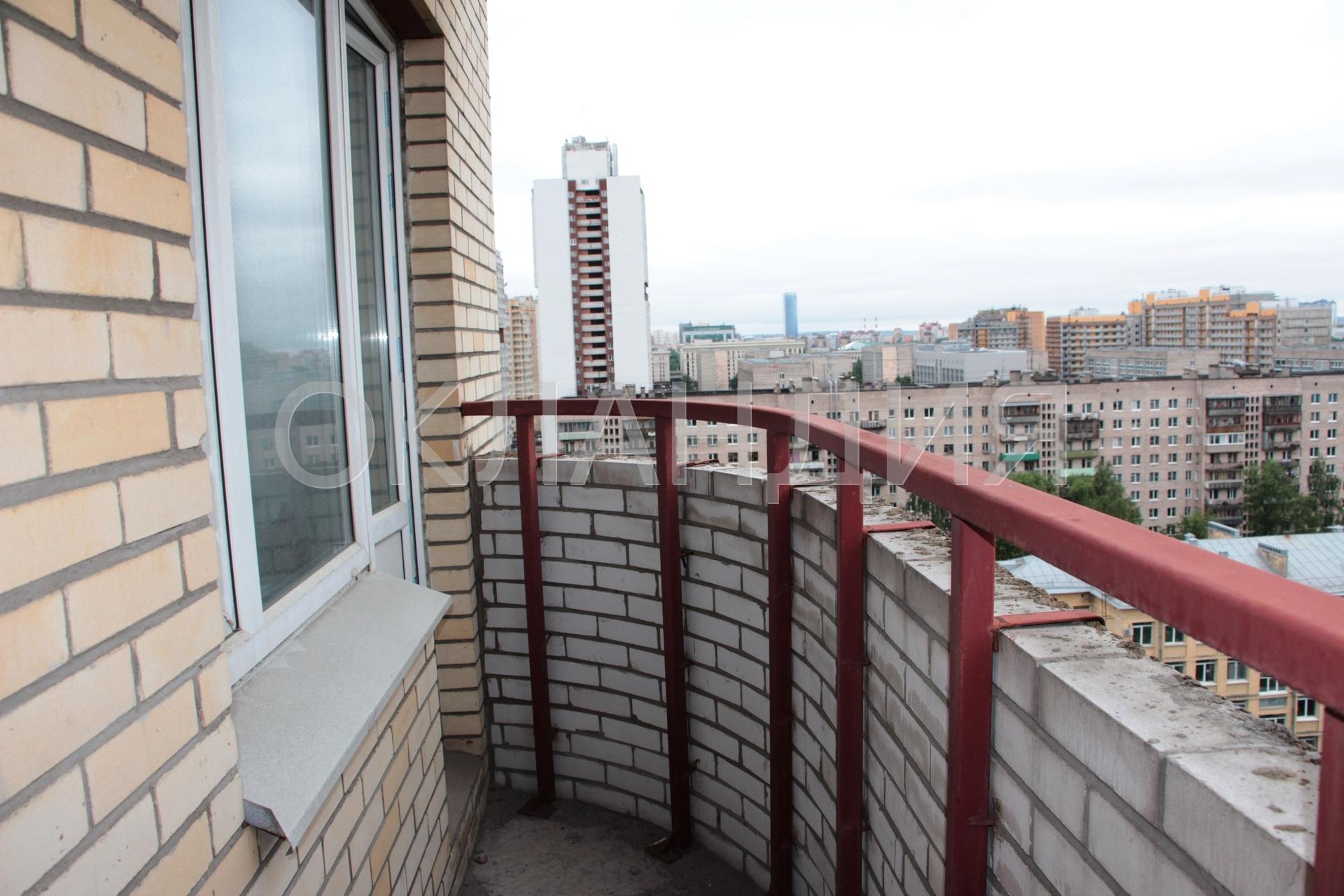 Остекление балконов металлический парапет.