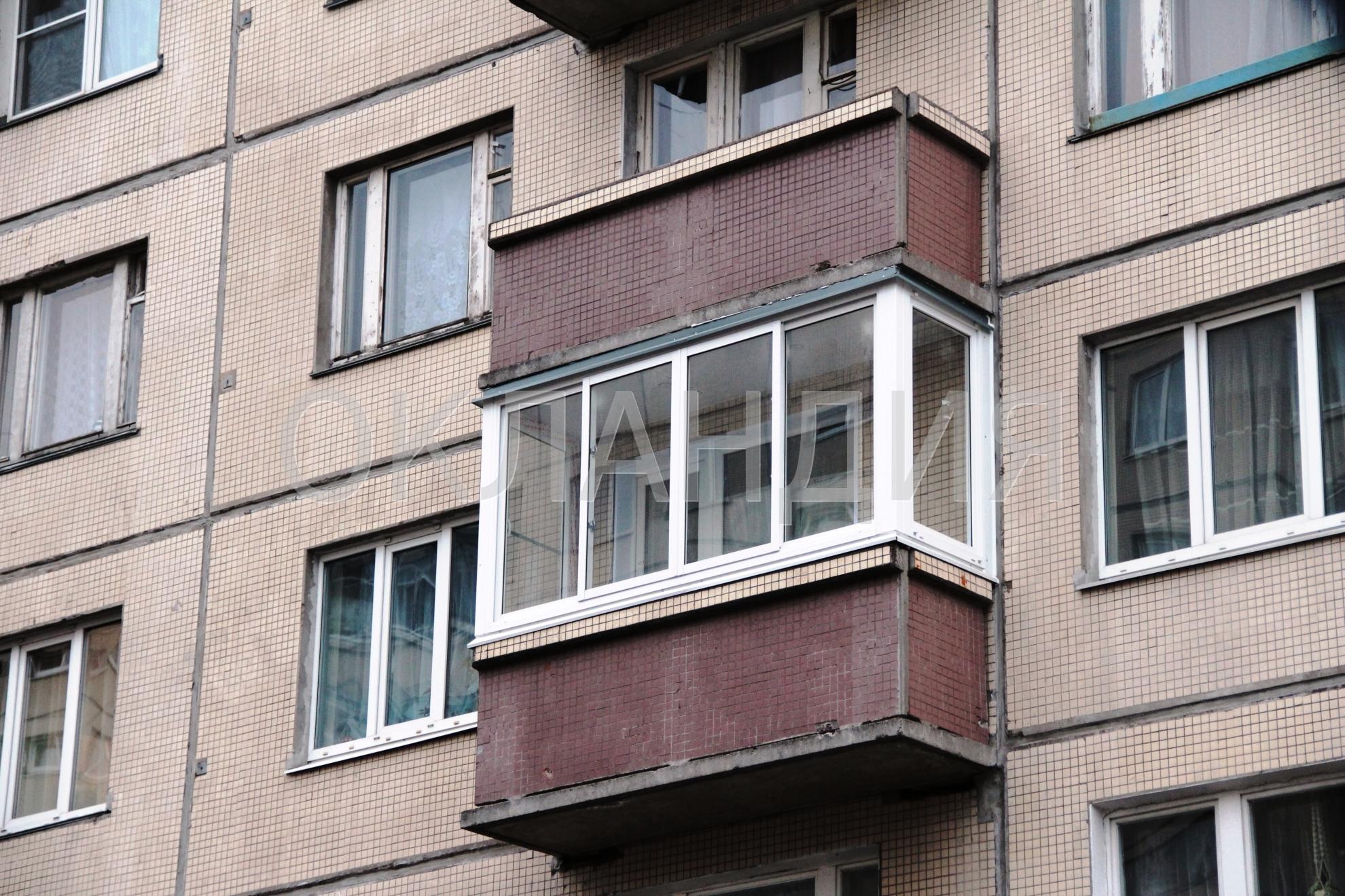 Остекление трехметрового балкона в панельном доме окнами reh.
