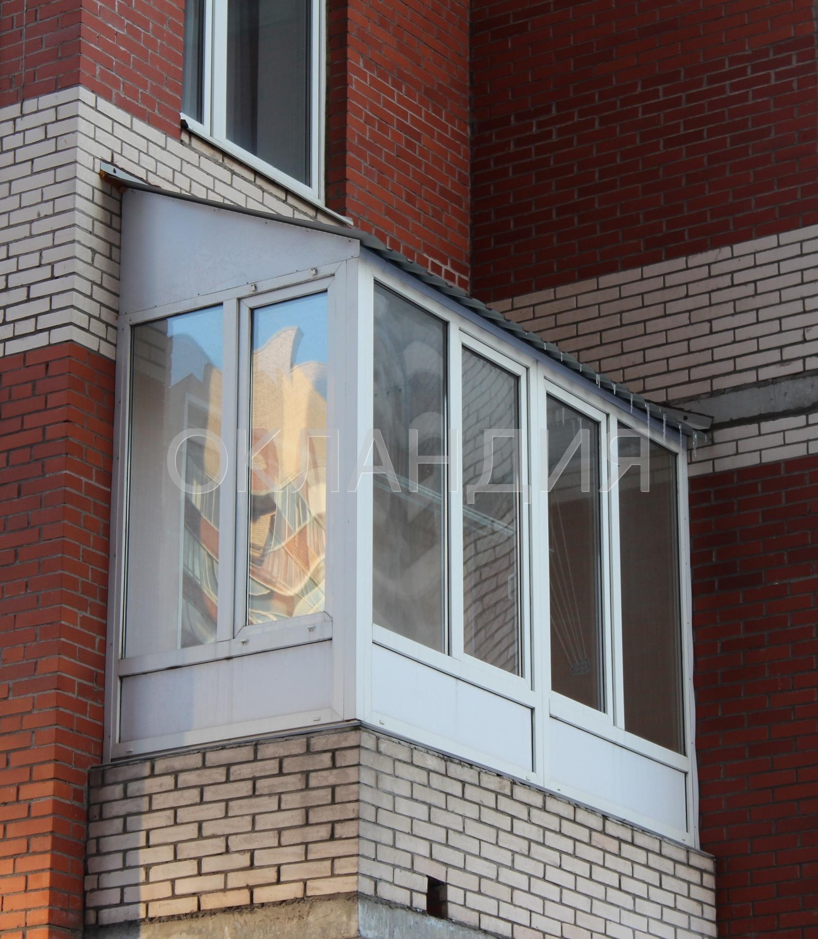 Сколько стоит остеклить балкон с крышей?.